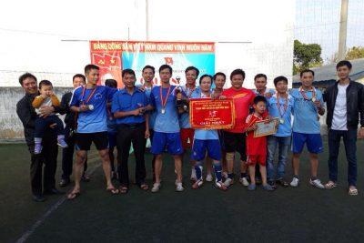 Đội bóng nam CĐGV đoạt cúp vô địch giải bóng đá truyền thống Huyện đoàn Ea kar năm 2018.