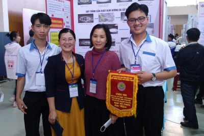 Hình ảnh cô, trò trường THPT Trần Nhân Tông tham gia cuộc thi KHKT-Khởi Nghiệp cấp tỉnh năm học 2020-2021